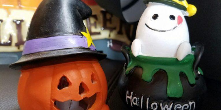 ハロウィンの雰囲気を盛り上げるオブジェを周囲に飾れば更にグレードアップ。(参考展示品)